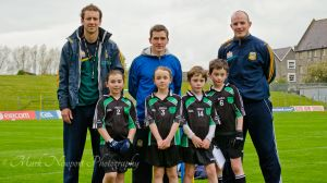 Gaelscoil an Bhradáin Feasa students with Meath Football Players